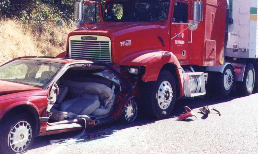 El Mejor Bufete Legal de Abogados de Accidentes de Semi Camión, Abogados Para Demandas de Accidentes de Camiones Santa Ana California