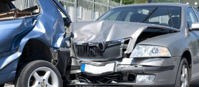 Consulta Gratuita en Español Cercas de Mí con Abogados de Accidentes y Choques de Autos y Carros en Santa Ana California