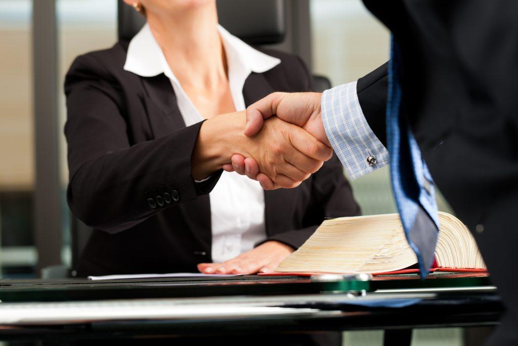 La Mejor Firma Legal de Abogados en Español de Acuerdos en Casos de Compensación Laboral, Mayor Compensación de Pago Adelantado en Santa Ana California